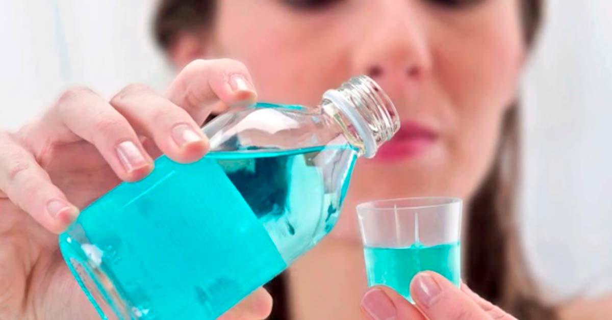 Colutorio con clorhexidina para enjuague bucal y matar virus