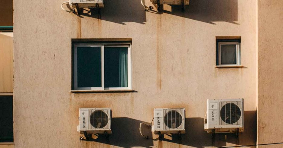 Fachada para instalar un aire acondicionado si vives en un piso