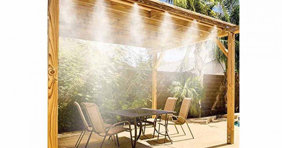 Terraza acondicionado con sistema de nebulización de agua para refrescar el ambiente.