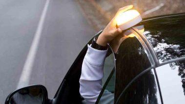 Colocar luces de emergencia en el coche
