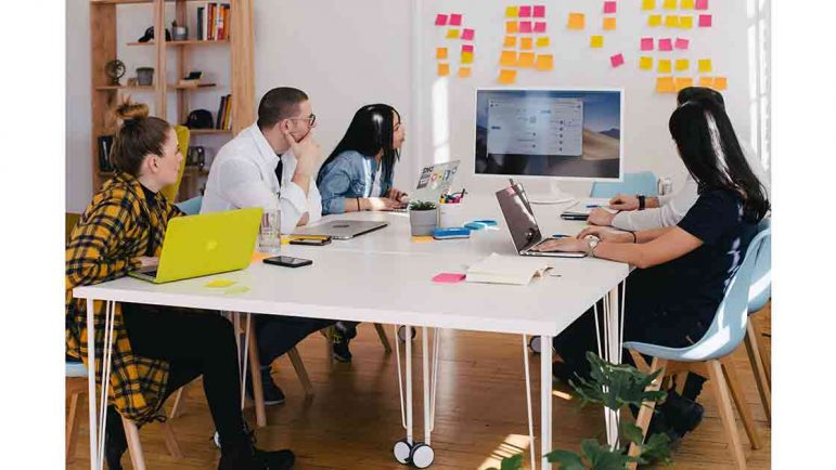 Una empresa motiva a sus empleados con un canal interno de televisión