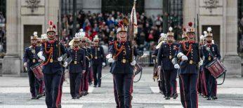 Comienza el cambio de guardia en el Palacio Real