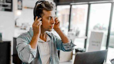 La música en la oficina, ¿ayuda o distrae en el trabajo?