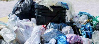 El plástico contamina 10 veces más que el cartón
