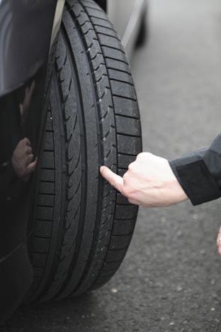 Siete de cada diez automóviles circulan con los neumáticos en mal estado