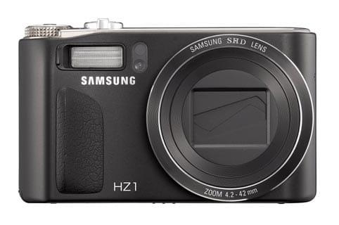 La HZ1 es una potente cámara que incluye el primer zoom óptico de 10x y lente panorámica 24 mm