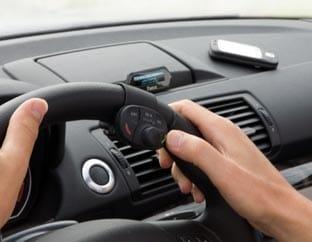Nueva gama Parrot MKi: manos libres y música en el automóvil