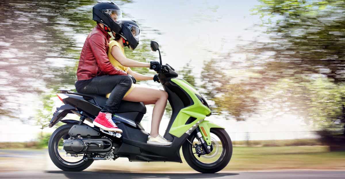 18 años para poder transportar pasajeros en ciclomotor