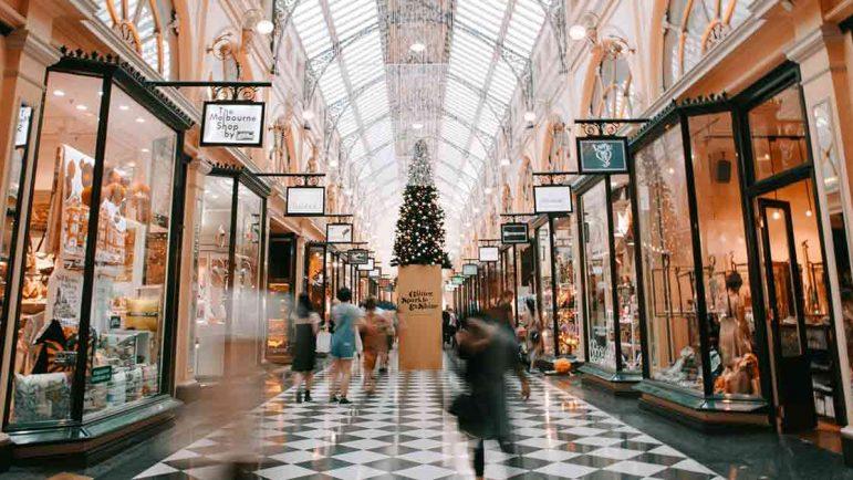 Dependientes, promotores, comerciales, teleoperadores, camareros y mozos: Comercio y hostelería tirarán del empleo en Navidad