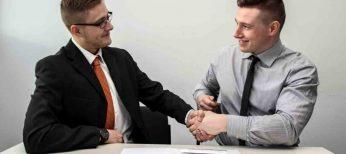 Los candidatos más cualificados acuden a las oficinas a entregar su currículum en mano, en detrimento de Internet