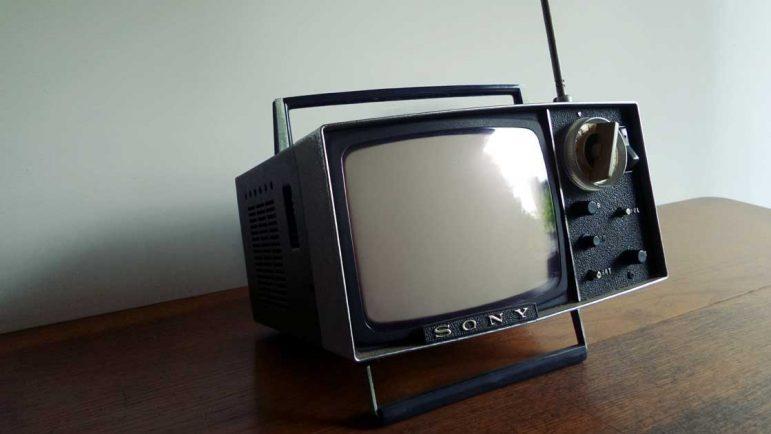 En épocas de grandes pantallas de televisión, sale la TV más pequeña