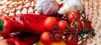 Tomates cherry, plantas para ensaladas o hierbas aromáticas pueden crecer ahora en casa sin mover un dedo
