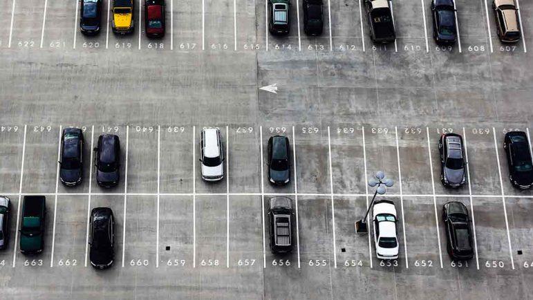 A golpes en ciudad o aparcando