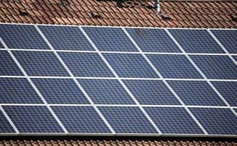 Placa solar sobre cubierta.