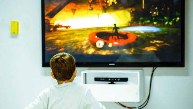 Mucha televisión para los niños: hiperactividad