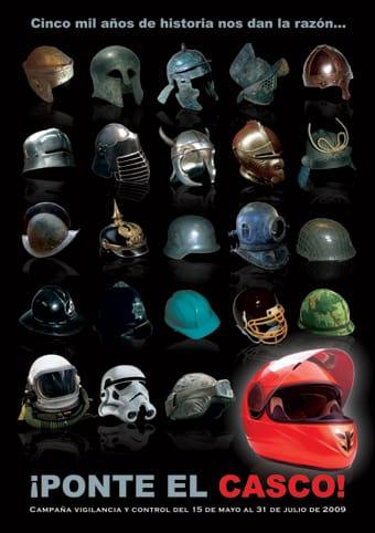 Cartel para concienciar sobre el uso del casco en moto