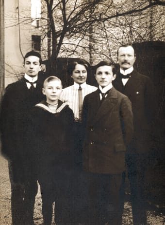 Heinrich, segundo por la izquierda