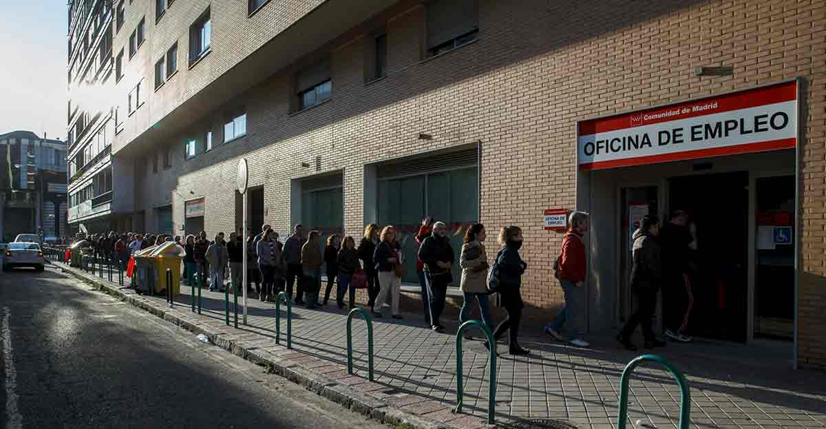 Los desempleados que agoten el paro y el subsidio cobrarán 420 euros
