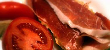 Bocata de jamón con tomate