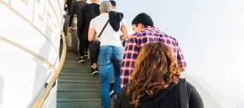 Los consumidores dedican una media de 28 minutos a la semana, un día al año, esperando a ser atendidos