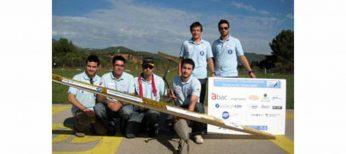 Unos estudiantes de ingenieria industrial y aeronáutica construyen un avión no tripulado que carga cinco veces su propio peso