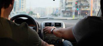 ¿Cómo hablar y conducir con seguridad?