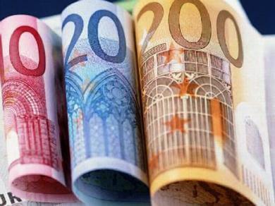 Billetes de 10, 20 y 200 euros.