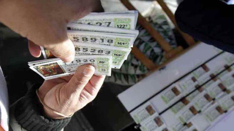 ¿Te ha tocado la lotería? Ojo con el fraude de que te compran el boleto premiado para blanquear dinero