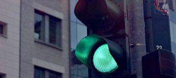 Sistemas de visión artificial para regular los cruces y los semáforos