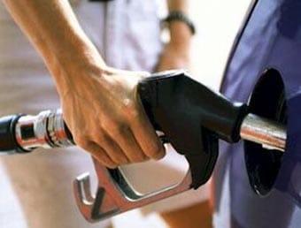 Seguiremos echando gasolina y diésel, se frena la entrada de vehículos híbridos o enchufables.