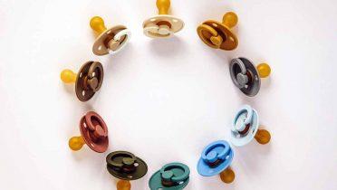 Las cadenas para chupetes que se convierten en trampas para los bebés