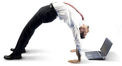 Las malas posturas frente a ordenadores portátiles provocan trastornos músculo esqueléticos.