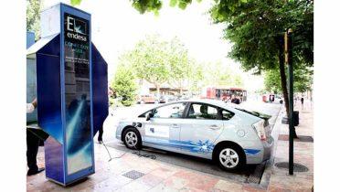 Valencia inaugura una cabina para recargar los vehículos eléctricos por un euro