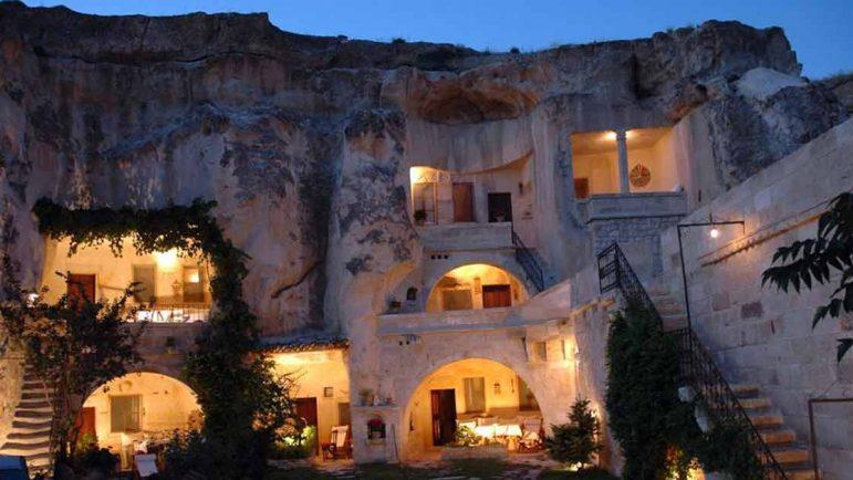 Hotel raro: alojamiento en una cueva.