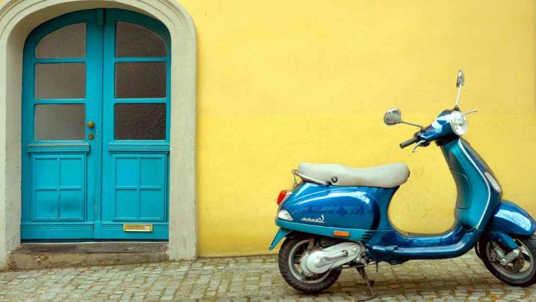 Vacaciones en Vespa por Roma, París o Almería