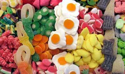 Chucherías con azúcar, fatales para las caries de los niños.