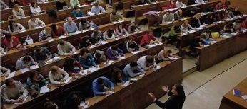 Estudiar en una universidad pública cuesta 850 euros y 7.300 si es privada