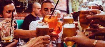 El alcohol y los españoles: nueve de cada diez bebe