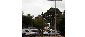 Unas antenas parecidas a farolas detectan y avisan de dónde hay plazas libres de aparcamiento
