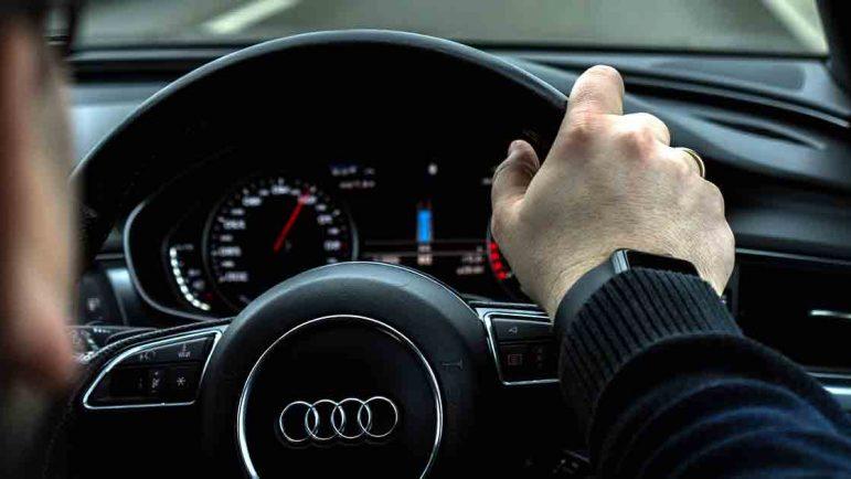 Piden la liberalización de los cursos para recuperar puntos del carné de conducir ante el monopolio estatal