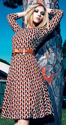 Scarlett Johansson, con vestido de Mango