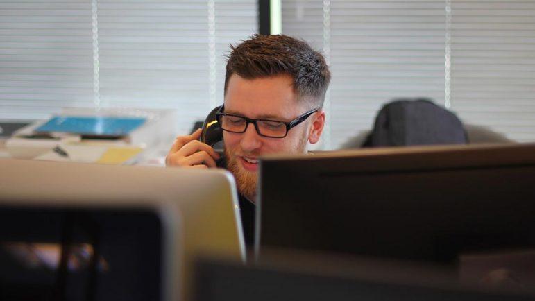 Sólo Ahorramas y Mercadona ofrecen un teléfono 900 para la atención al cliente en los servicios de entrega a domicilio