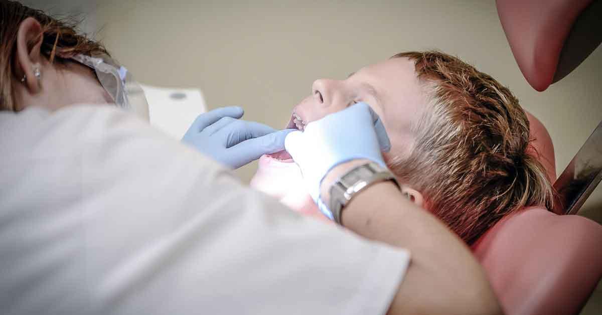 No cuidamos los dientes ni la boca, pero gastamos 289 euros de media en el dentista
