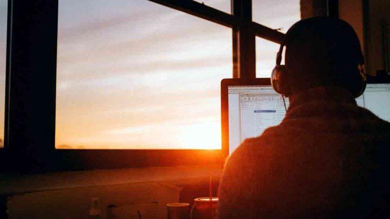 El presentismo laboral, o calentar la silla aunque no se trabaje, es un nuevo fenómeno por temor a perder el empleo