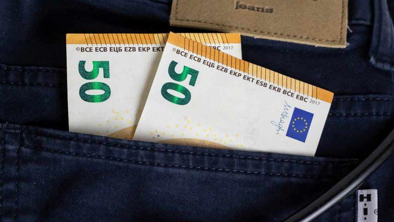 ¿Cuánto dinero llevamos en efectivo en el bolsillo? Casi 50 euros de media