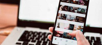 Redes sociales, teléfono, correo, videollamadas y chat para comunicarse con los compañeros