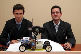 Creadores del coche que usa el aluminio como combustible.