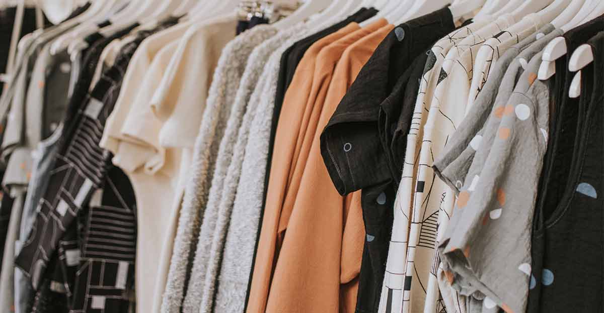 Recogida de ropa usada en casa