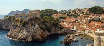 De vacaciones en un faro en Croacia en medio del mar