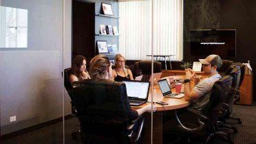 Los conflictos en el trabajo por diferencias de opiniones sólo influyen negativamente en el clima laboral